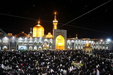 Pilgrims Observe Night of Qadr Rituals at Imam Reza (AS) Holy Shrine