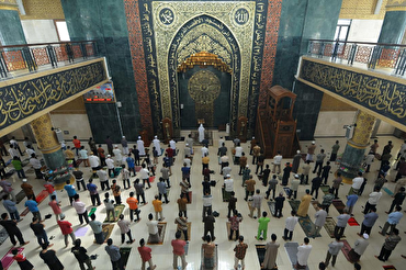 Mosques in Indonesia's Capital Open after Nearly Three Months