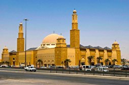 Mosques in Riyadh Temporarily Closed After Worshippers Test Positive for Coronavirus